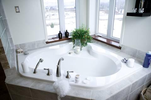 Bồn tắm Cotto giúp bạn thư giãn sau ngày làm việc mệt mỏi.